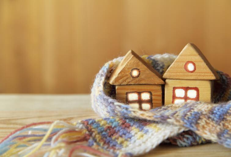 マフラーに包まれた温もりのある積木のお家