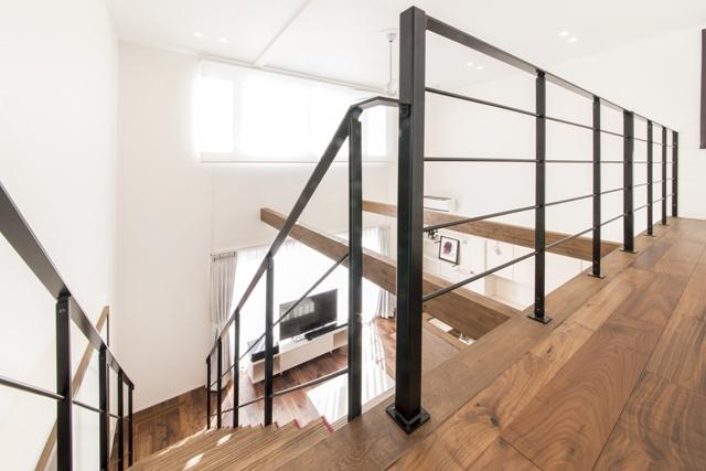 差し色リビング階段のお家