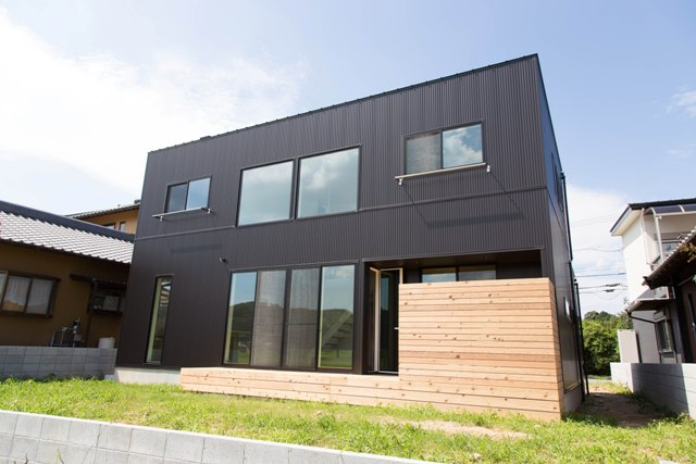 black garage house